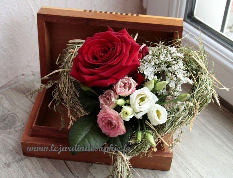 Centre de table romantique avec coeur foin