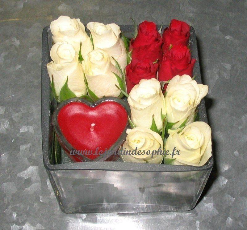 Damier de petites roses rouge et blanche avec bougie coeur rouge