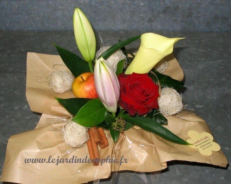 Des petites boules réalisées avec du sisal puis placée dans la composition florale