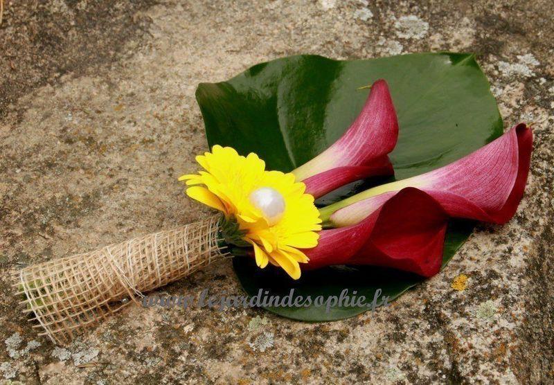 Petit bouquet de mariée avec une finition toile de jute