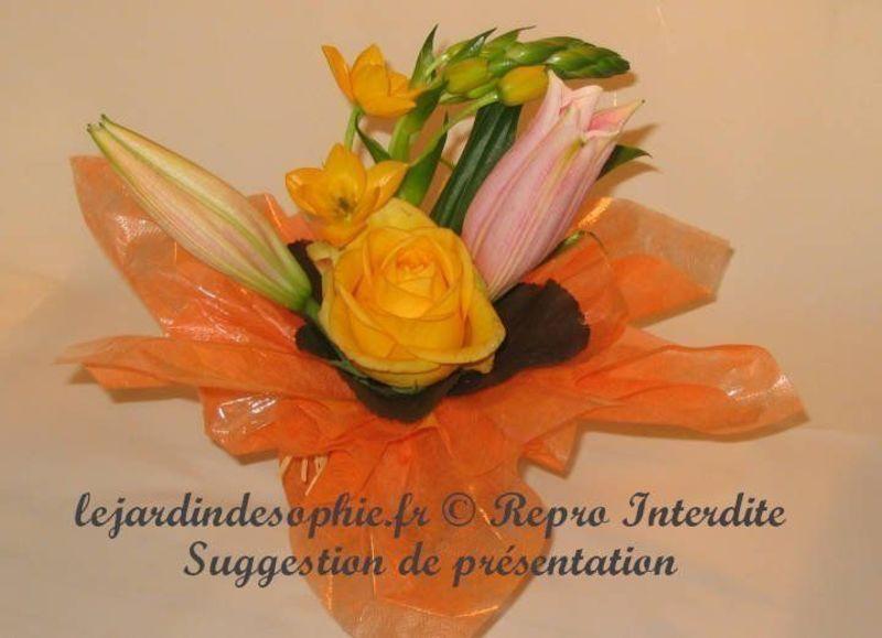 Composition florale à monter avec ce kit pour des couleurs oranger