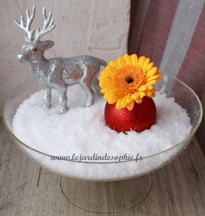 Décor de noel ou d'hiver avec de la neige gonflante de fleuriste