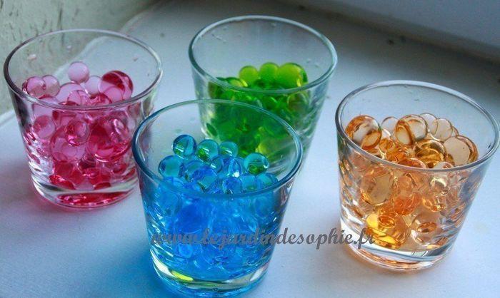 Perles de gel colorées avec le colorant fleuriste