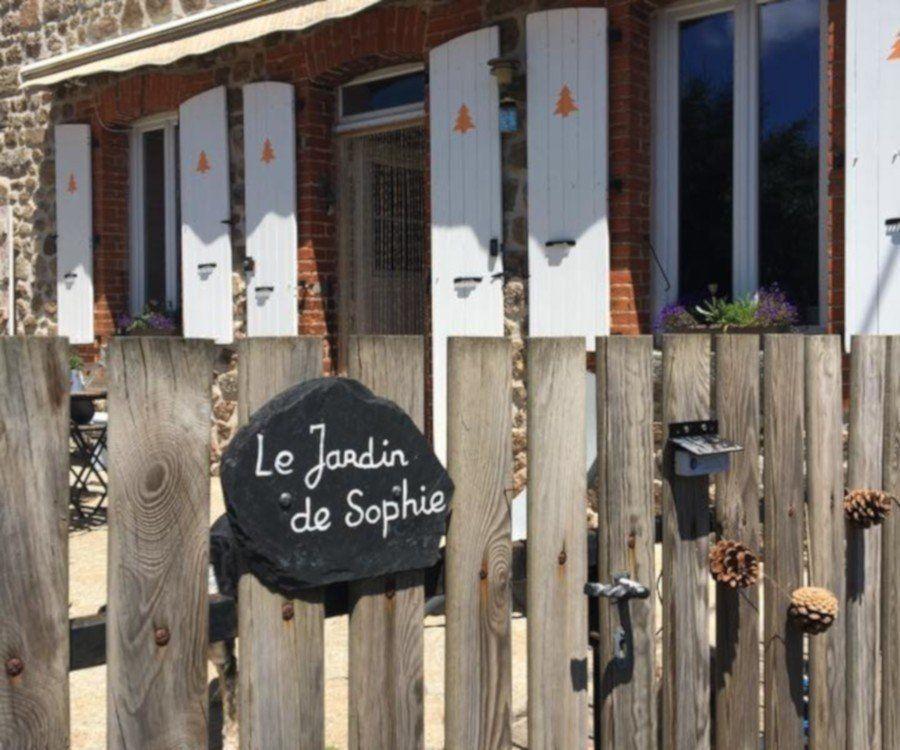 Photo de l'entrée du jardin de Sophie en Haute Loire